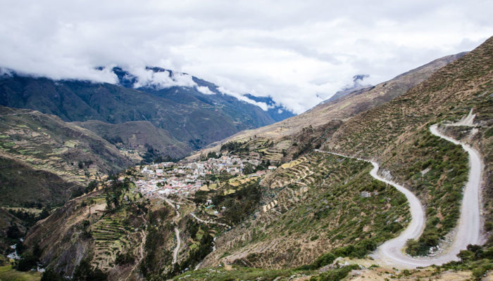 LA PAZ – CHARAZANI – LAGUNILLAS – KANISAYA (3870 meters/12,700 feet asl)