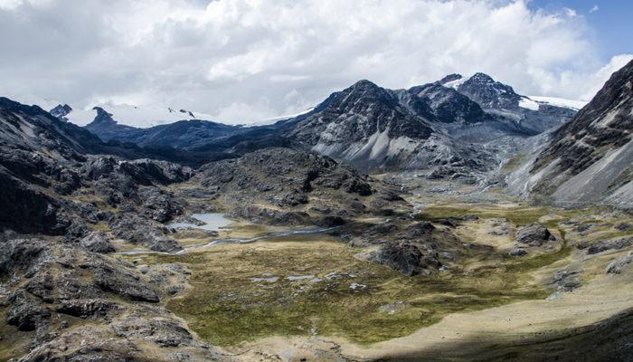 HUANACUNI CAMP - PELECHUCO PASS – PALOMANI GRANDE CAMP (4730 meters/15,500 feet asl)