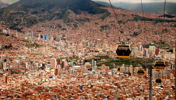 LA PAZ / VISIT BY FOOT AND CABLE CAR (3.600 meters / 11810 feet asl.)