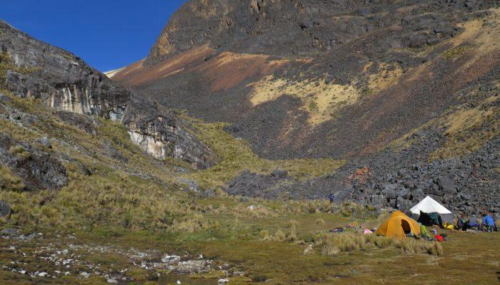 LAGUNA GLACIAR - ILLAMPU BASE CAMP (4620 meters/15,200 feet asl)