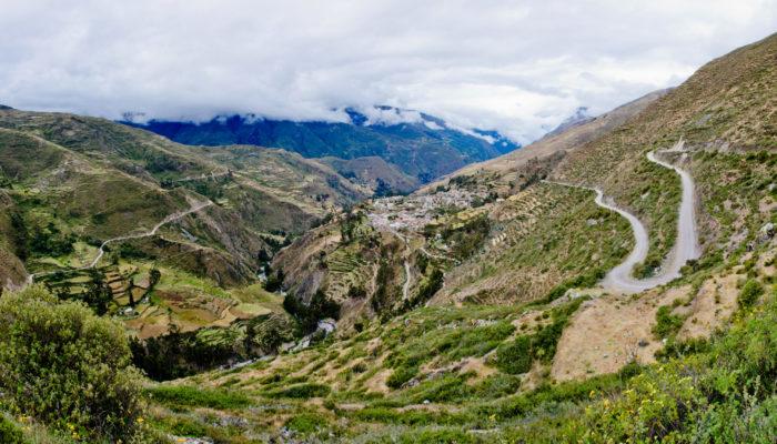 SANTIAGO DE OKOLA – CHARAZANI – LAGUNILLAS – KANISAYA (3870 meters/12,700 feet asl)