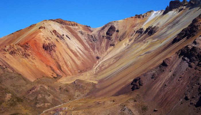 KACHI LODGE – COQUESA – TUNUPA VIEWPOINT (4665 m a.s.l./15,305 ft) - UYUNI / LA PAZ (3600 m a.s.l./11,811 ft)