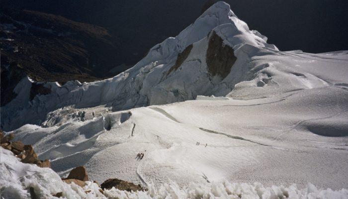 ASCENT OF THE HUAYNA POTOSI (6.088 meters / 19 974 feet asl.) - LA PAZ (3.600 meters / 11 811 feet asl.)