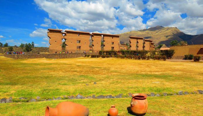 CUSCO – ANDAHUAYLILLAS – RAQCHI - PUNO (3.800 m/12467 ft)