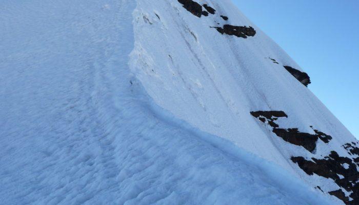 ASCENT OF PEQUEÑO ALPAMAYO (5370 meters / 17 618 feet a.s.l) - LAGUNA CHIARKHOTA – LA PAZ (3.600 meters / 11 811 feet asl.)