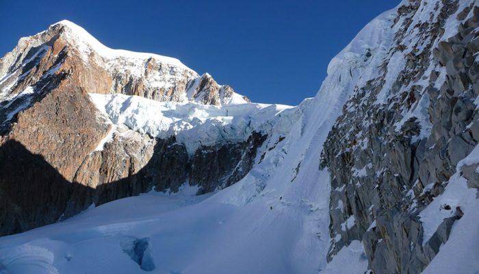 ASCENT OF GORRA DE HIELO ( 5740 M.A.S.L./18830) – ILLAMPU NORTH PEAK HIGH CAMP ( 5230 M.A.S.L./17158 FEET)