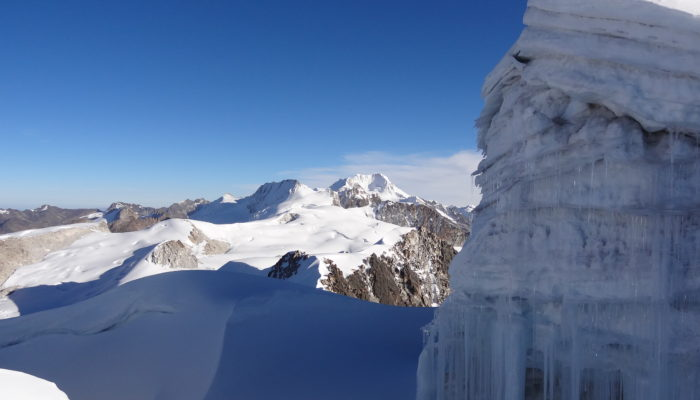 CROSSING OF JANQ'U UYU (5515 m.a.s.l/18093 feet) – LAGUNA LECHE KHOTA ( 5140 m.a.s.l./16863 feet)