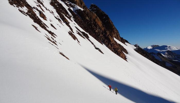 ASCENT OF PACH'A PATA ( 5650 m.a.s.l./18536 feet)  LAGUNA LECHE KHOTA ( 5150 m.a.s.l./16896 feet)