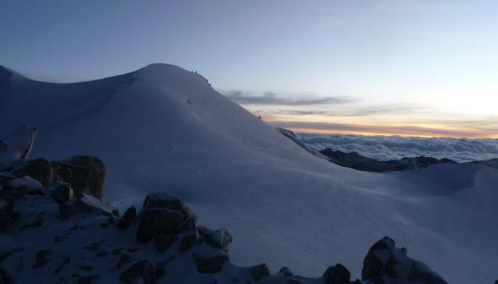 LAGUNA LECHE KHOTA ( 5150 m.a.s.l./16896 feet) – CHACHACOMANI VALLEY–CHACHACOMANI BASE CAMP ( 4470 m.a.s.l./14665 feet)
