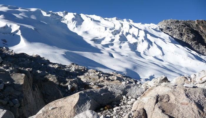 CHACHACOMANI BASE CAMP ( 4470 m.a.s.l./14665 feet) - CHACHACOMANI HIGH CAMP (5130 m.a.s.l./16830 feet)